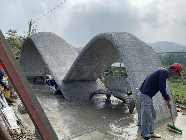 曲面線造型公車亭 灌漿